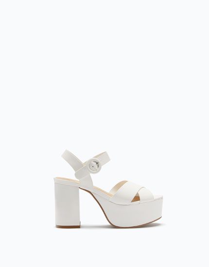 BLOCK HEEL SANDALS WITH CRISS-CROSS STRAPS