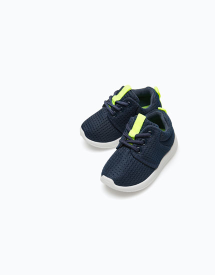 SNEAKERS WITH NEON DETAIL