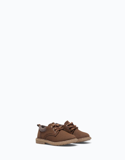 SHOES WITH BROWN ANKLE TRIMS