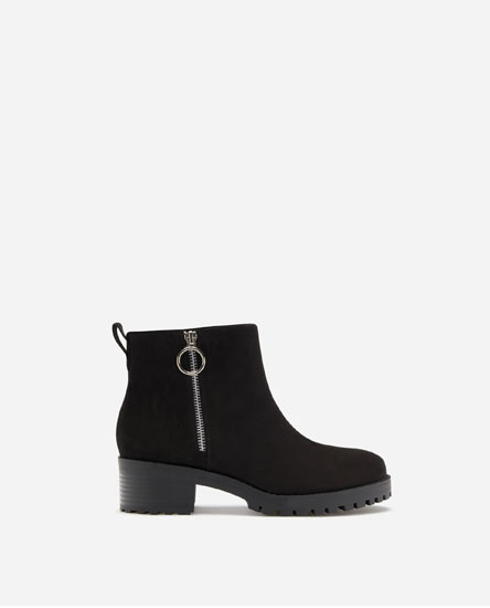 TRACK SOLE FLAT ANKLE BOOTS