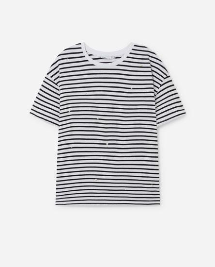 Camiseta con abelorios