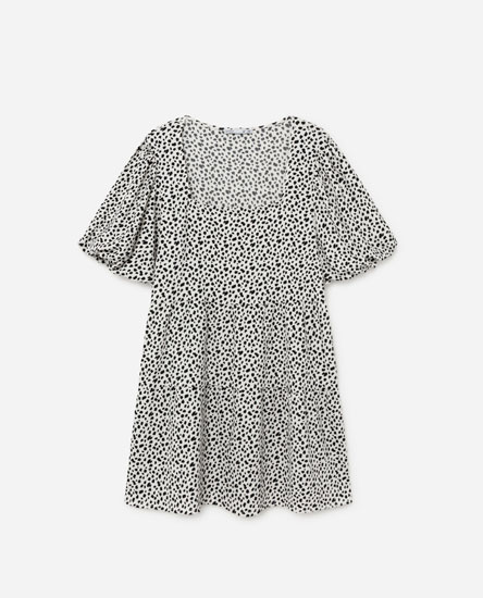 Short dress with puff sleeves