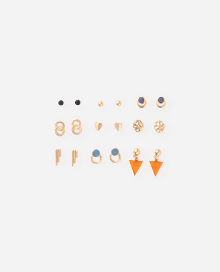 Pack of small earrings