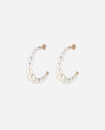 Mismatched pearl bead hoop earrings