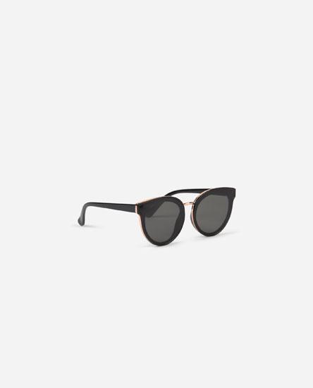 Large contrast sunglasses