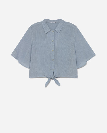 Loose-fitting knotted shirt