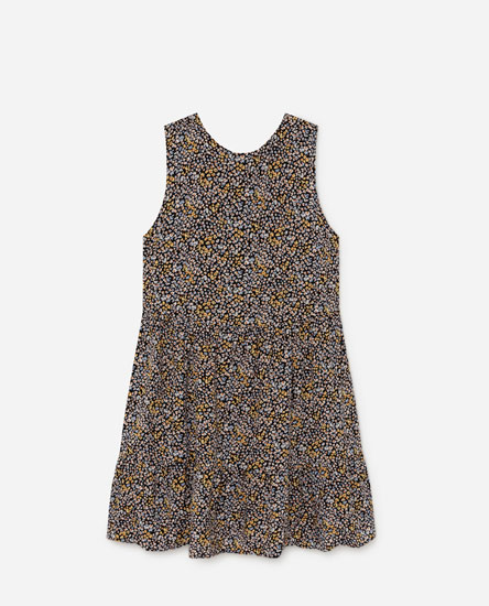 Short sleeveless dress