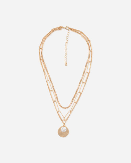 Multilayer clip chain plate with faux pearl