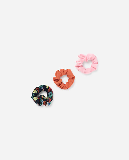 3-PACK OF NAVY BLUE FLORAL SCRUNCHIES