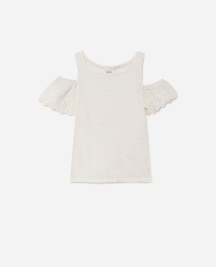 Off-the-shoulder T-shirt