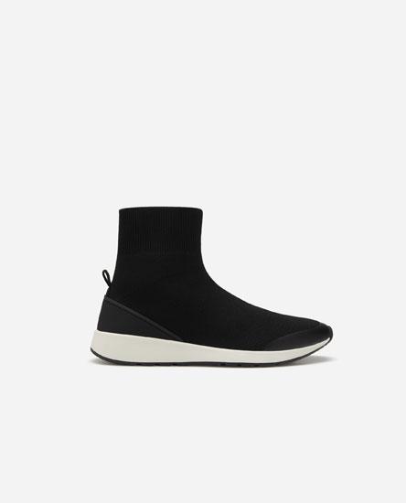 Sapatilhas tipo botas-meia altas