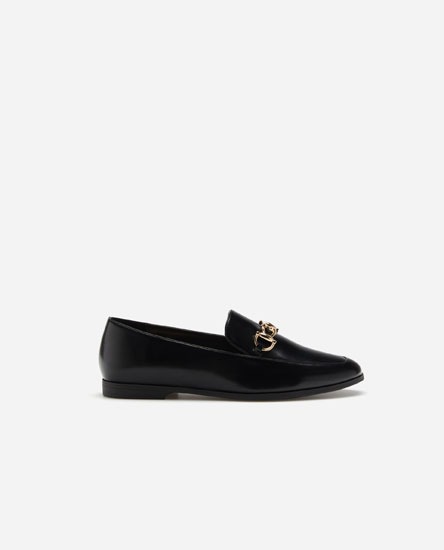Loafers with saddle strap