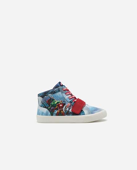 Marvel print basketball shoes