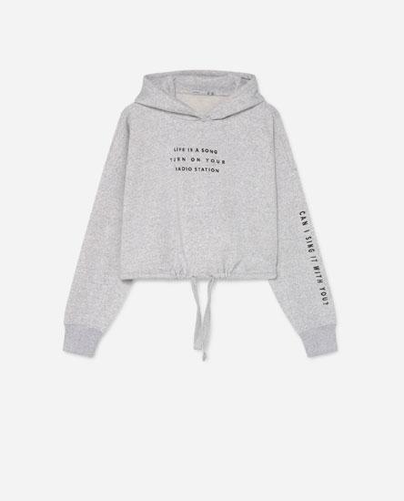 Sweatshirt com capuz e estampado