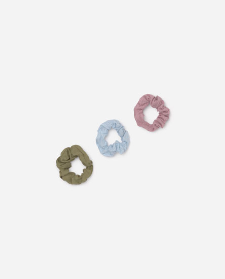 Pack of textured scrunchies