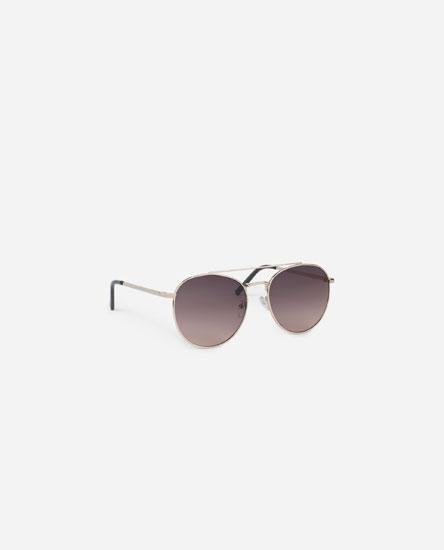 Óculos com armação metálica