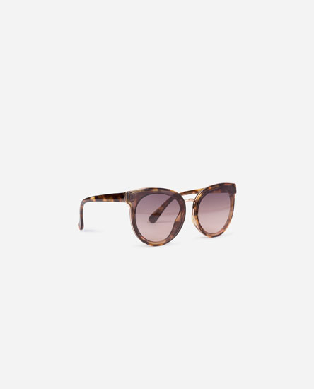 Large contrast sunglasses