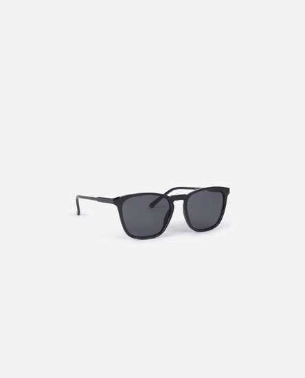 Sunglasses with thin frame
