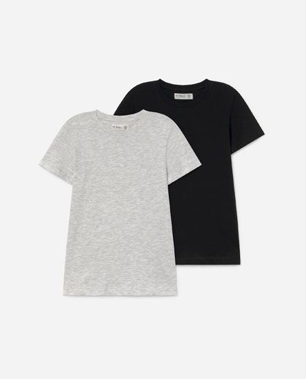 Pack of plain T-shirts