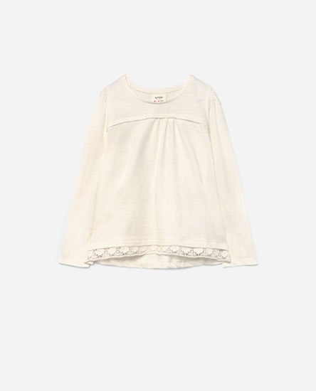 T-shirt with blonde lace hem