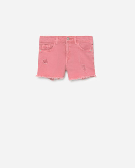 Shorts with frayed hems
