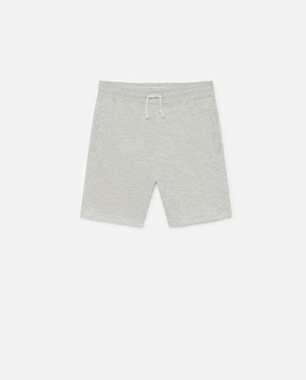 Coloured bermuda shorts