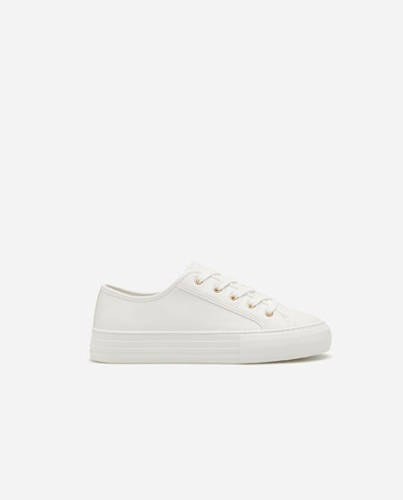 Monochrome plimsolls with toe cap