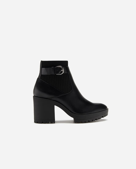 Ribbed ankle boots