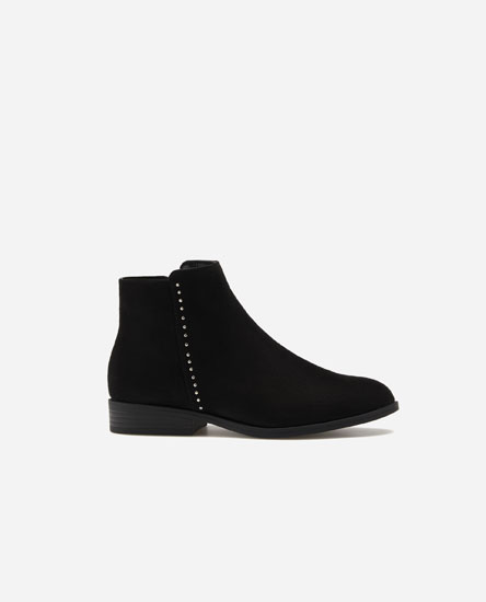 Basic flat ankle boots