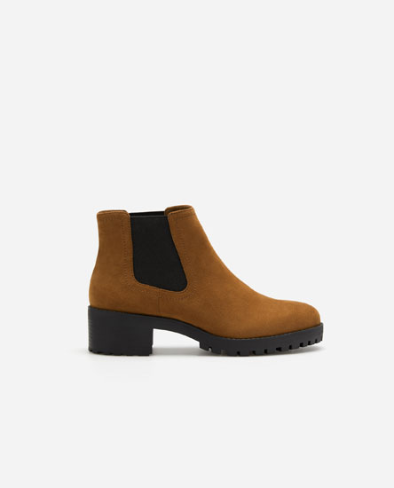 High-heel chelsea boots with track soles