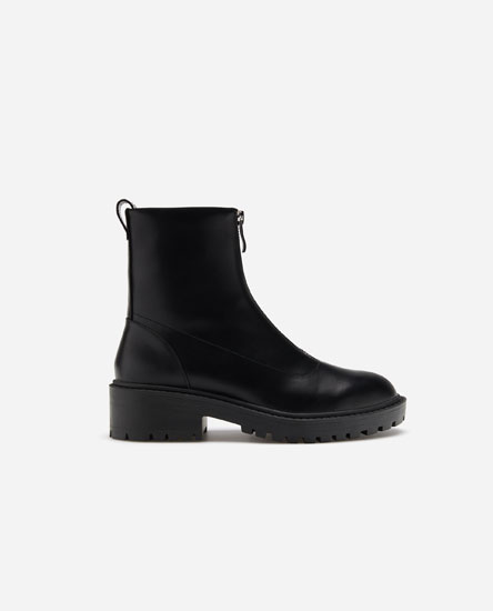 Ankle boots with front zip