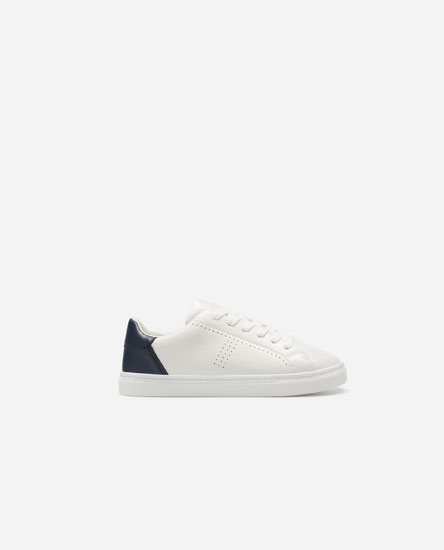 Basic sneakers with contrast heel