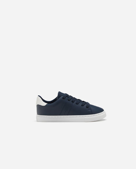 Basic plimsolls with heel tab