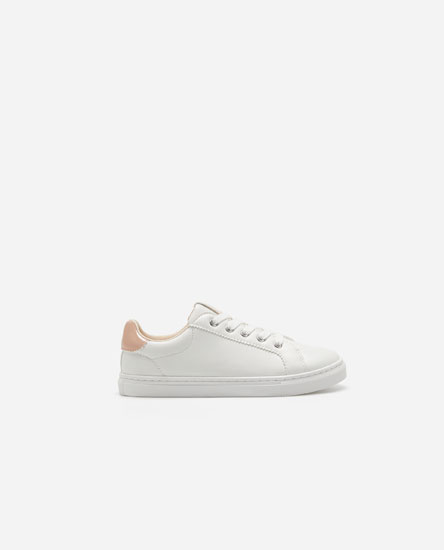 Basic plimsolls with pink heel tab