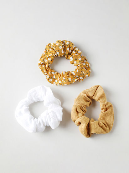 Pack of assorted scrunchies