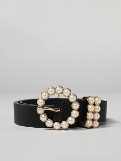 Belt with pearl bead buckle