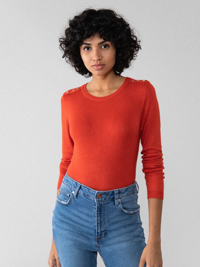 Sweater with buttons on shoulders