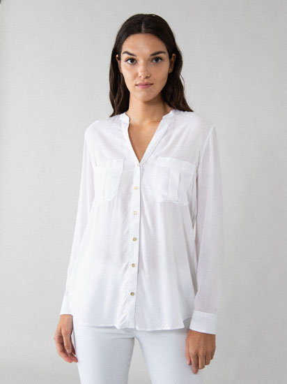 Button-up shirt with V-neck and pockets