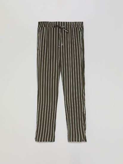 Loose-fitting drawstring trousers