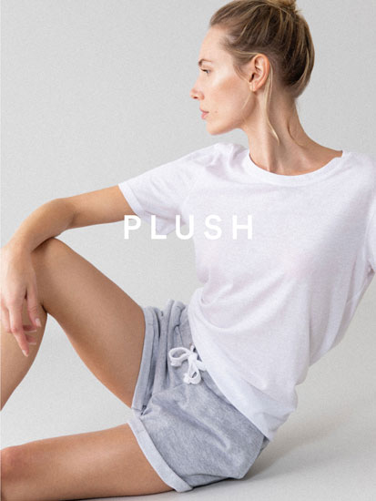 Basic plush shorts with turn-up hems