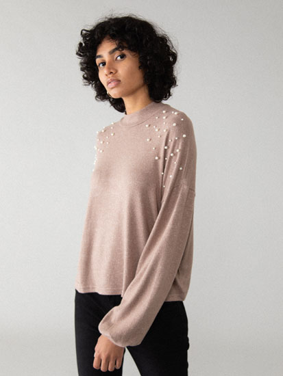 Oversize sweater with pearl beads