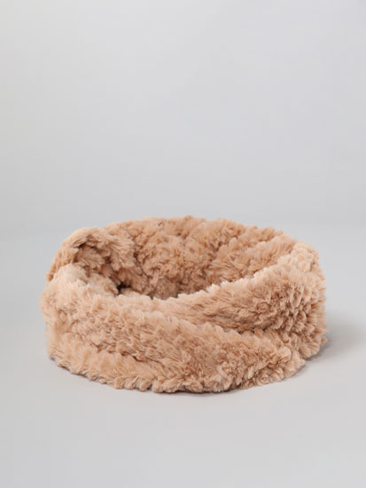 Crossover faux fur snood