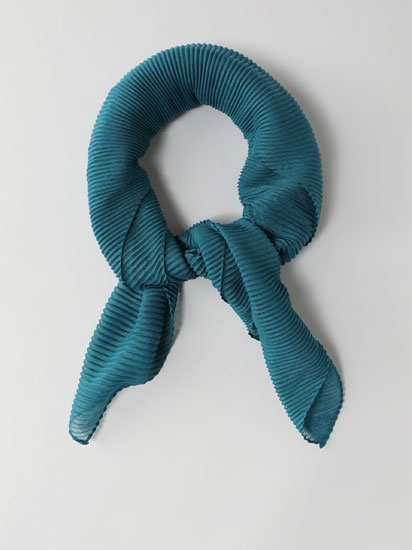 Plain pleated scarf