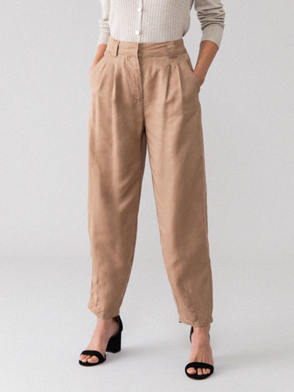 Darted lightweight trousers