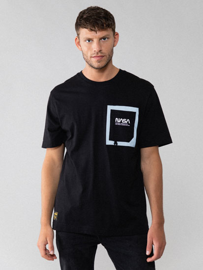 T-shirt NASA com bolso