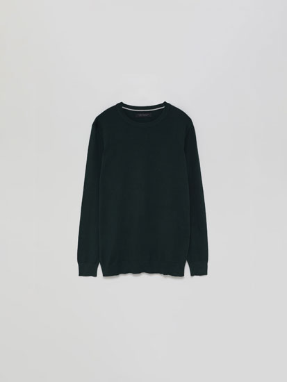Basic round neck sweater