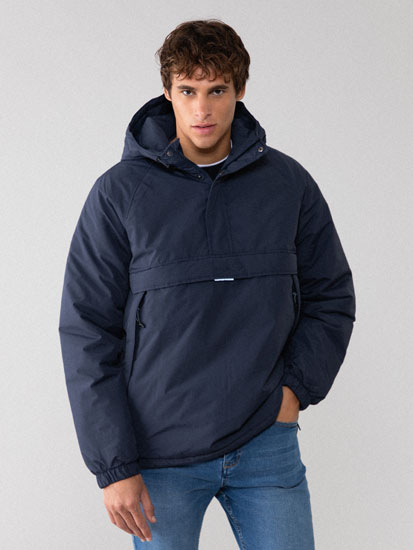 Technical parka with a pouch pocket
