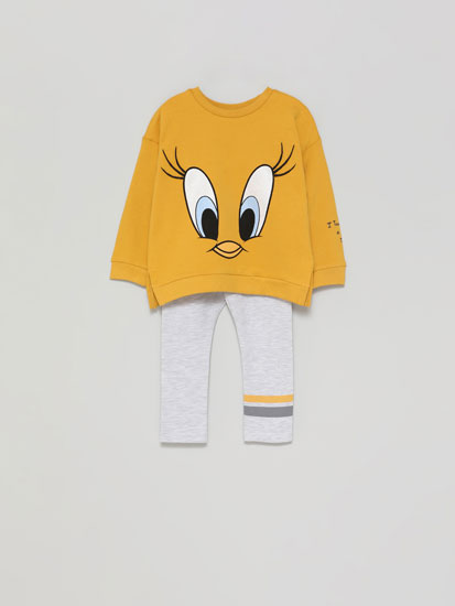 ©Warner Bros Tweety sweatshirt and leggings set.