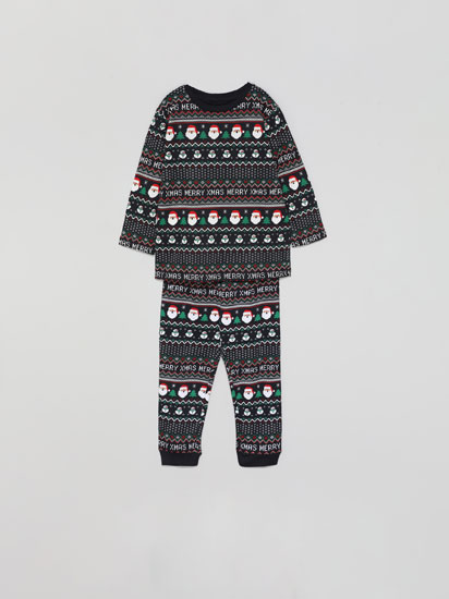Set of family pyjamas with a Christmas print