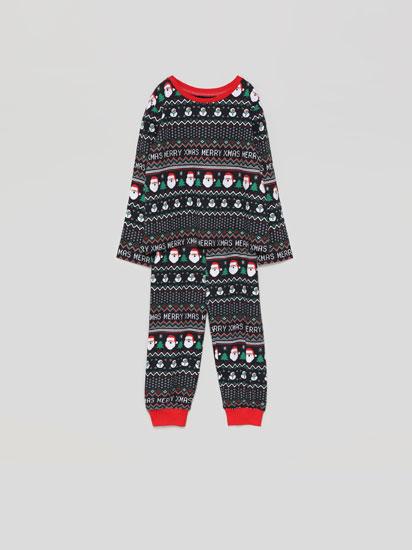 Familiarentzako pijama konjuntoa Gabonetako estanpatuarekin